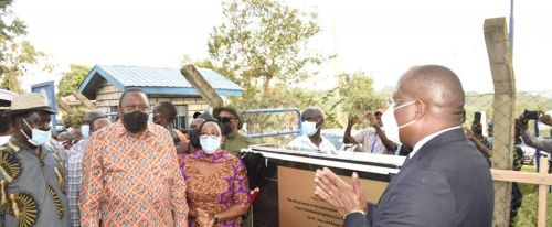 PRESIDENT KENYATTA LAUNCH SIAYA-BONDO WATER PROJECT, CALLS FOR SPEEDY IMPLEMENTATION FOR THE BENEFIT OF THE TARGET POPULATION